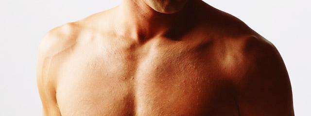 筋肉質な男性の胸