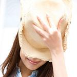 明るい色の帽子